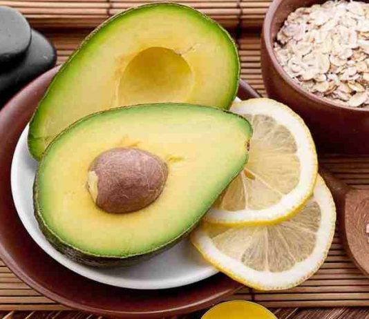 Apply the 4 following natural masks to reduce acne oil on your skin in summer